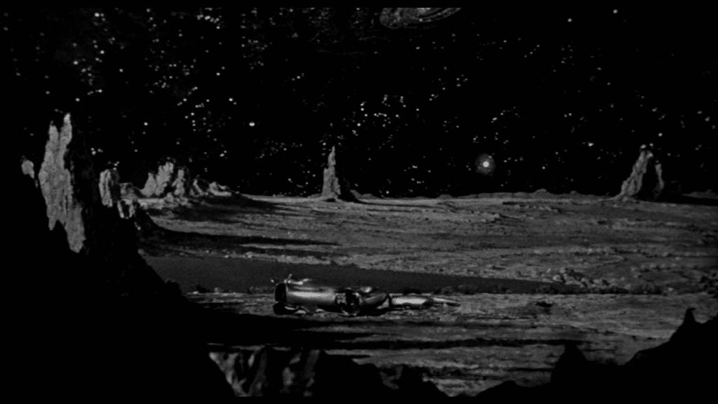 Raumschiff liegt auf Mars-Oberfläche