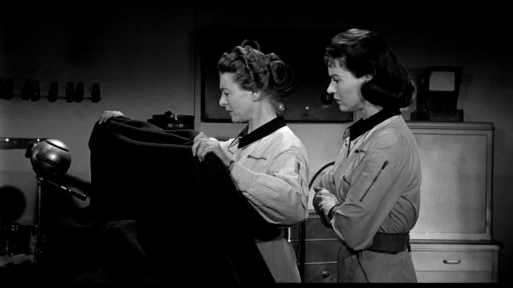 It! Der Schrecken lauert im All - Die beiden Frauen in der Crew decken etwas ab