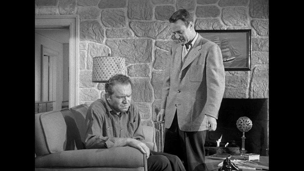 Lew Ayres hat gerade im Wohnzimmer Kumpel Gene Evans aufgeweckt, der sich nach einem Umtrunk hier breit gemacht hat