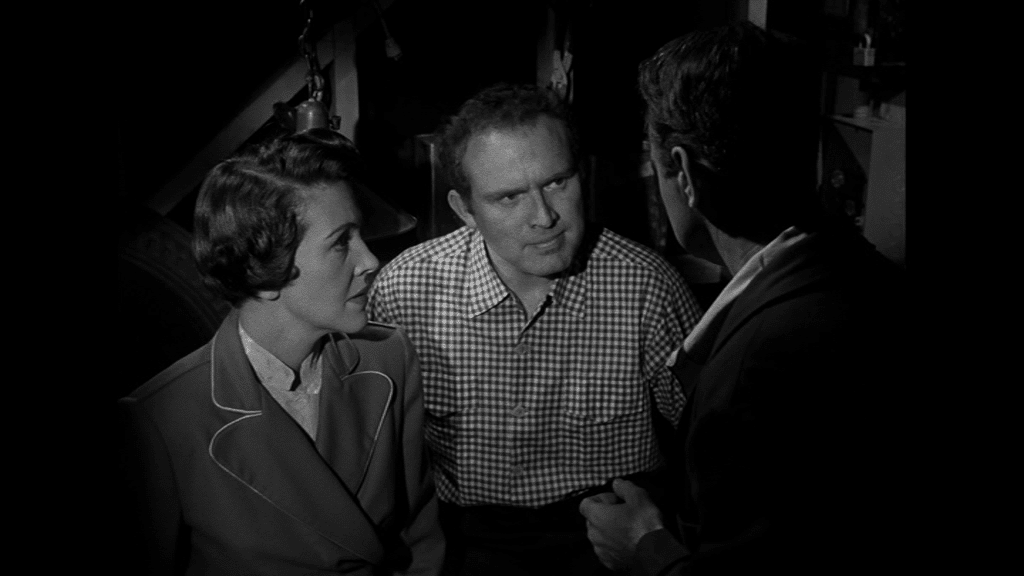 Nancy Reagan und Gene Evans machen sich Sorgen um Lew Ayres, suchen das Gespräch mit ihm