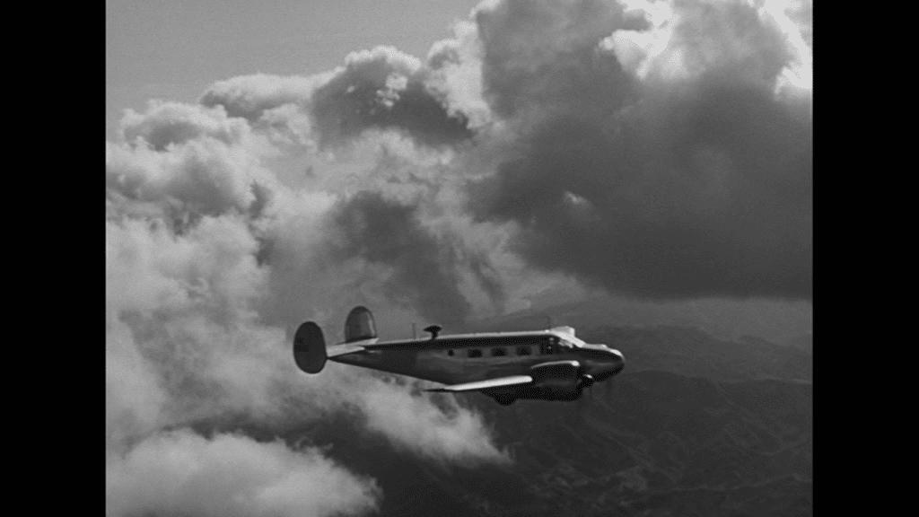 Der Privatjet düst über den Wolken